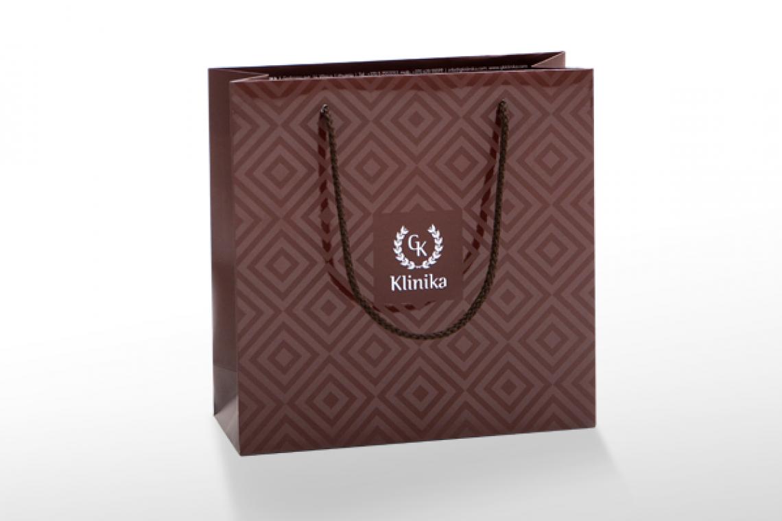 Papiertasche mit Laminierung und Silberprägung